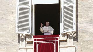 Globális konzultációt indít a pápa