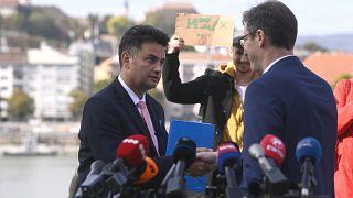 Márki-Zay Péter és Karácsony Gergely pénteki, közös sajtótájékoztatójukon, ahol Karácsony bejelentette: kiszáll a versenyből