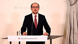 المستشار النمساوي الجديد ألكسندر شالنبرغ يلقي كلمة في مؤتمر صحفي في المستشارية في فيينا في 11 أكتوبر 2021