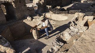 قدر علماء الآثار عمر المصنع بنحو 1500 عام