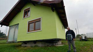 Bosna'da dönen ev