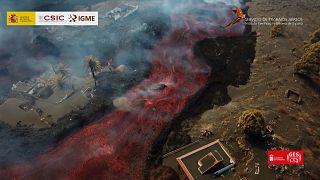 Une cimenterie traversée par une coulée de lave à La Palma