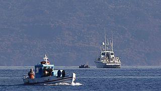 Σκάφος του λιμενικού και ψαράδικο στα ανοιχτά της Κω - φώτο αρχείου