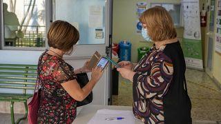 Se exige en Italia una prueba de vacunación, un resultado negativo en una prueba o haberse recuperado de COVID para acceder a los lugares de trabajo y ocio.