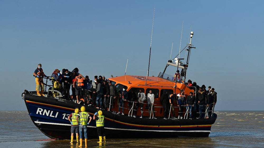 Migrantes del canal: los políticos franceses piden al Reino Unido que revise las leyes laborales 'laxas' para disuadir los cruces
