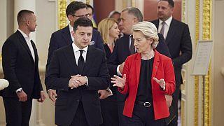 Az ukrán elnök, Volodimir Zelenszkij és Ursula von der Leyen, az Európai Bizottság elnöke 2021. október 12-én Kijevben