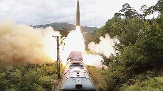 Vasútról indítható rakétarendszert tesztelnek Észak-Korea egyik meg nem nevezett részén