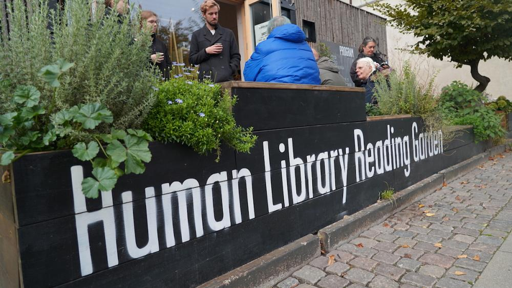 En la Biblioteca Humana de Dinamarca puedes leer a las personas como un libro y 'juzgarlas' …