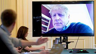 Reunião de governo no dia a seguir ao primeiro-ministro ter testado positivo por Covid-19
