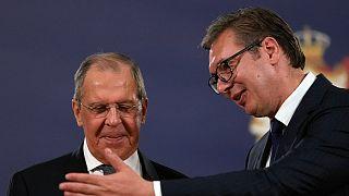 الکساندر ووچیچ رئيس جمهوری صربستان در کنار سرگی لاوروف، وزیر امور خارجه روسیه