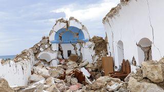 Γκρεμισμένο εκκλησάκι στον Ξηρόκαμπο της Κρήτης