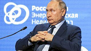 Präsident Wladimir Putin nach seiner Rede auf der Moskauer Energiewoche
