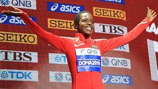 Archives : Agnes Tirop sur le podium des mondiaux de Doha, en 2019, après avoir décroché la médaille de bronze sur le 10 000 mètres