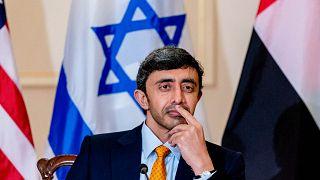 وزير الخارجية الإماراتي عبد الله بن زايد آل نهيان خلال مؤتمر صحفي مشترك مع وزير الخارجية الأمريكي أنطوني بلينكين ووزير الخارجية الإسرائيلي يائير لابيد، واشنطن،  13 أكتوبر 2021
