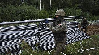 Belarus sınırında bir Polonya askeri