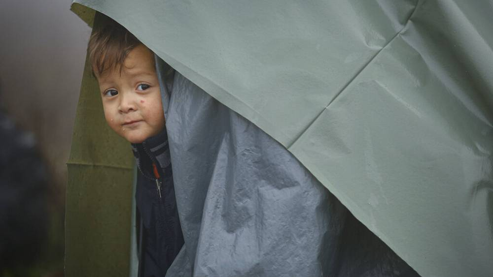 Di perbatasan Bosnia dengan Kroasia, para migran melihat ke Eropa saat musim dingin semakin dekat