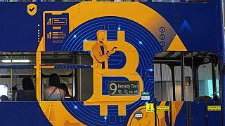 bitcoin reklám egy hongkongi buszon