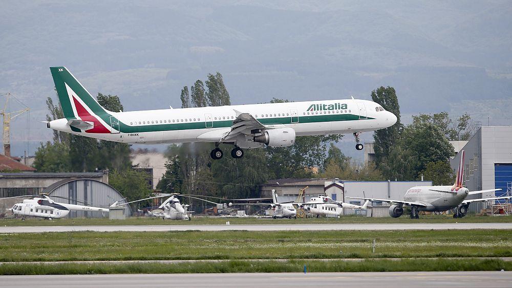 'Arrivederci': Penerbangan terakhir untuk maskapai bermasalah Italia, Alitalia