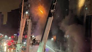 Здание в огне