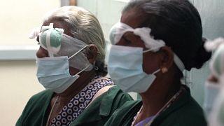 """في الهند عمليات جراحية للعيون...كهامبرغر """"ماكدونالدز"""""""