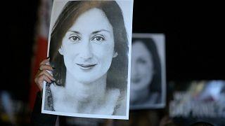 الصحفية المالطية، دافني كاروانا غاليزيا، المناهضة للفساد والتي اُغتيلت بتفجير سيارتها في السادس عشر من تشرين الأول/أكتوبر 2017