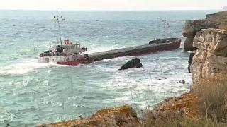 """السفينة """"فيرا سو"""" الغارقة على ساحل البحر الأسود بالقرب من كامين برياغ شمال بلغاريا"""