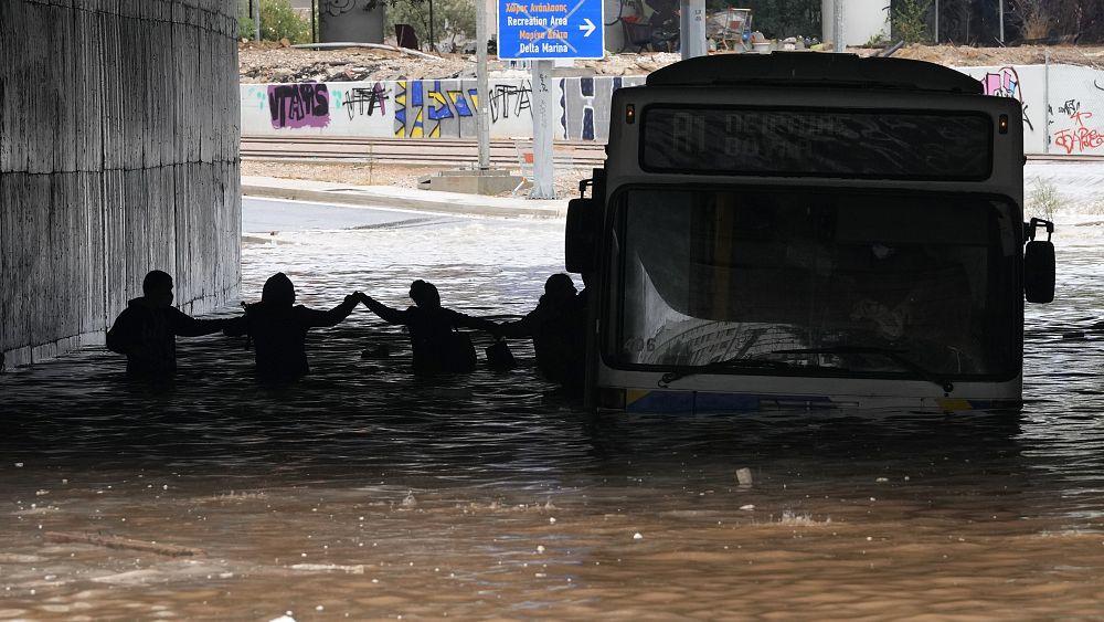 Lusinan dievakuasi di pulau Evia Yunani setelah badai dan banjir