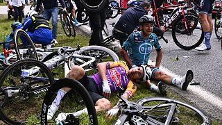 تصادف گروهی رکابزنان در مسابقات تور دو فرانس ۲۰۲۱