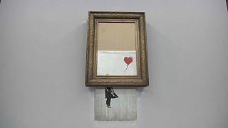 """لوحة """"فتاة البالون"""" لفنان الشارع البريطاني الشهير بانكسي"""
