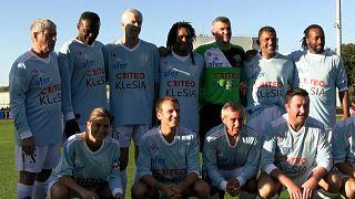 Emmanuel Macron poses for a team photo on the pitch before the Variété Club de France gala match