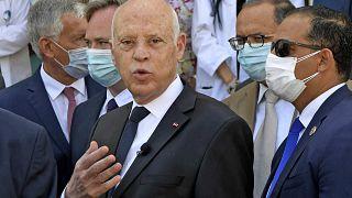 الرئيس التونسي قيس سعيد يتحدث مع الصحفيين في مقر الصيدلية المركزية بالعاصمة تونس، 23 يوليو 2021