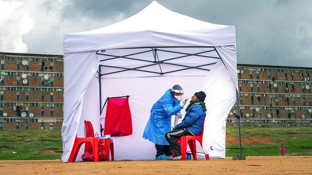 Covid-19 : 7 fois plus de cas que les chiffres officiels en Afrique