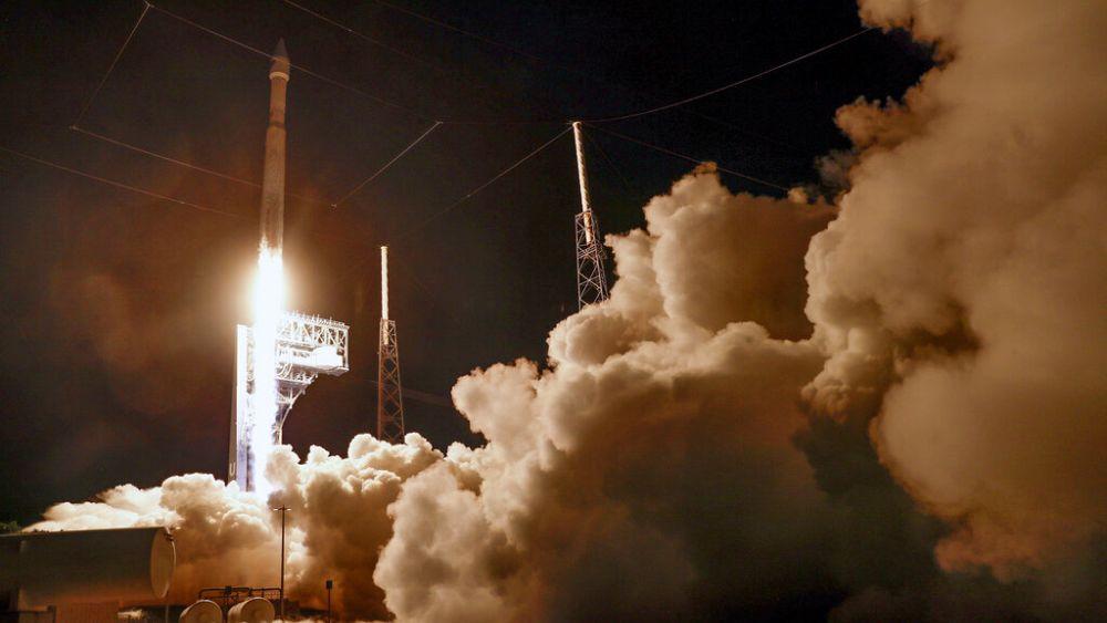 Nave espacial de la NASA despega para visitar asteroides alrededor de Júpiter en una misión de 12 años