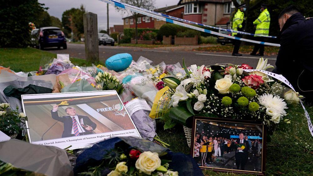 La seguridad de los políticos en el centro de atención después del fatal apuñalamiento de un diputado británico