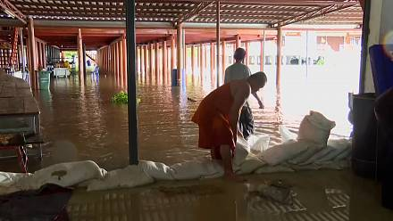 Rains and the emptying of a dam cause flooding in Thailand