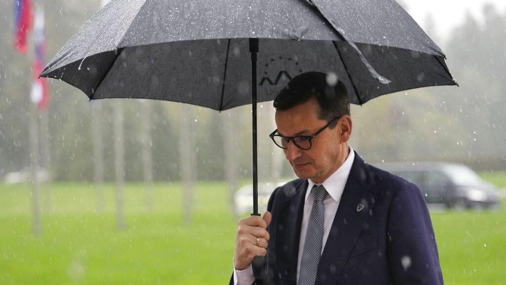 La extralimitación de las instituciones de la UE pone en riesgo el futuro del bloque, dice el primer ministro polaco