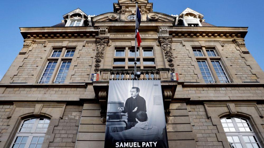 Profesor de francés recibe amenaza de muerte con foto del colega asesinado Samuel Paty