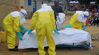 RDC : désinfection d'une maison après un cas suspect d'Ebola