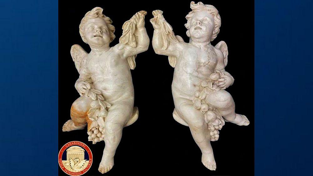 Dos ángeles de mármol robados de la iglesia en 1989 son devueltos a Italia