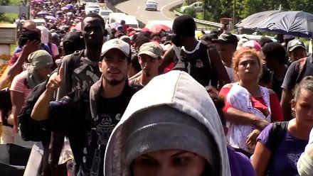 2,000 migrants continue walk through southern Mexico