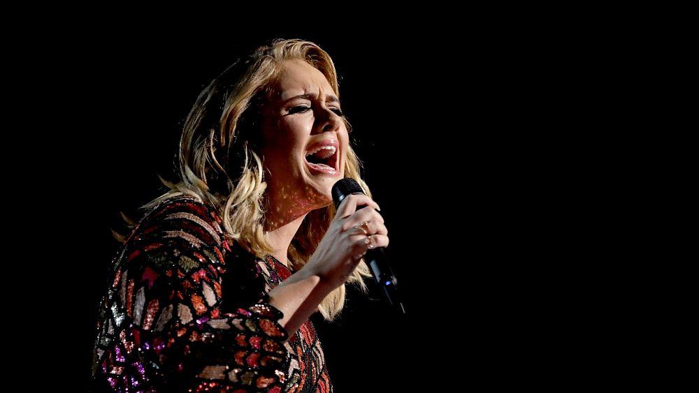 Adele mengumumkan dua pertunjukan homecoming raksasa di London setelah kekeringan selama 5 tahun