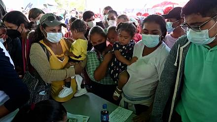 Nicaraguans travel to Honduras on horses to receive Covid-19 vaccine