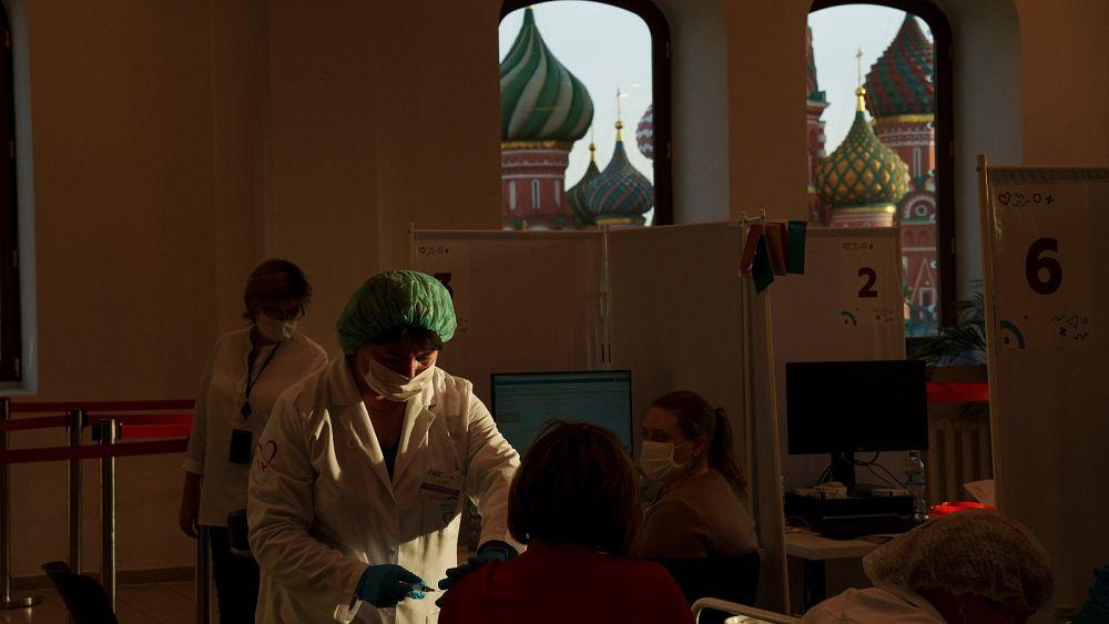 Rekam kematian harian COVID di Rusia dan Ukraina di tengah rendahnya vaksinasi