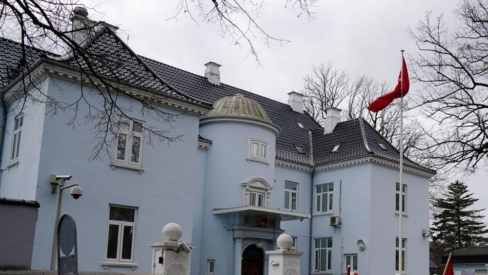 China mengutuk poster pemilu berbendera Tibet di luar kedutaan di Denmark