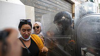 """Covid-19 : des Marocains manifestent contre le """"passe sanitaire"""""""