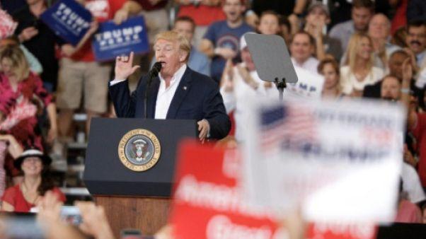 Trump, comme en campagne, acclamé par ses partisans en Floride
