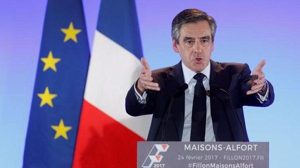 Fillon criticises French government over campaign violence
