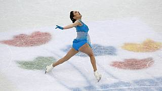 Figure skating - Medvedeva on track to emulate Kwan
