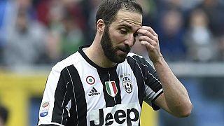 Soccer - Tension mounts as Higuain braces for Napoli return