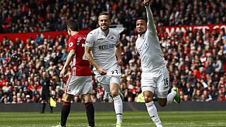 United held at home by Swansea after Sigurdsson strike